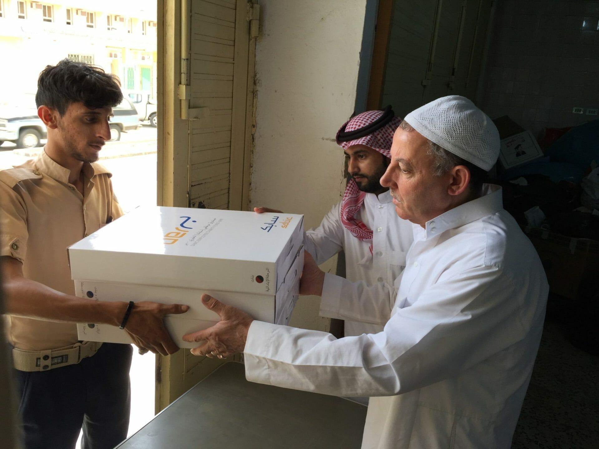 بر #بلجرشي وبرعاية الصندوق الخيري لموظفي #سابك تقوم بتوزيع #الحقيبة_المدرسية